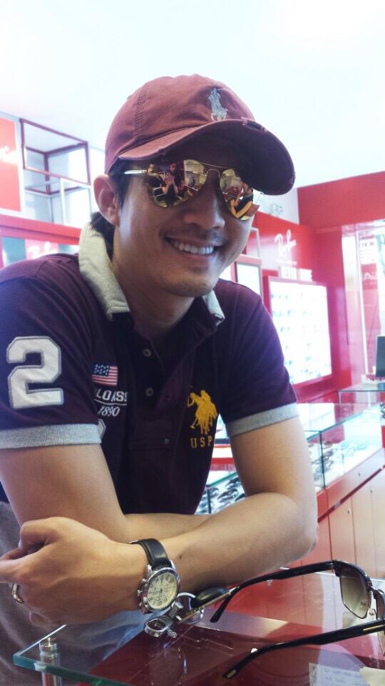 Người mẫu, diễn viên nổi tiếng Hà Việt Dũng tại Eyewear STORE, cảm ơn Anh đã tin tưởng và ủng hộ Eyewear STORE.vn